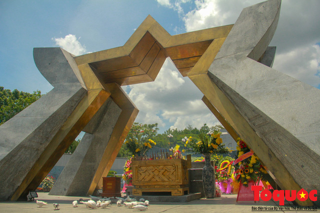 Đoàn công tác Bộ VHTTDL đến viếng nghĩa trang liệt sĩ tại Quảng Trị - Ảnh 12.