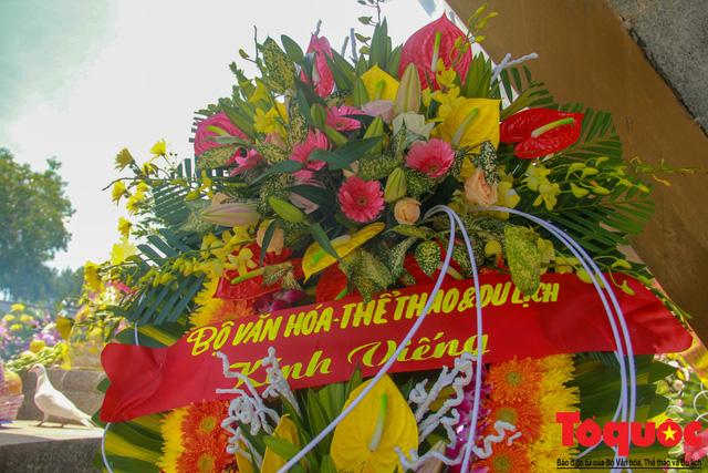 Đoàn công tác Bộ VHTTDL đến viếng nghĩa trang liệt sĩ tại Quảng Trị - Ảnh 9.