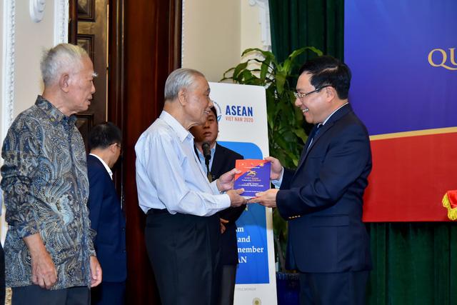 Phó Thủ tướng Phạm Bình Minh: Tham gia ASEAN mở ra con đường mới cho đối ngoại Việt Nam - Ảnh 2.