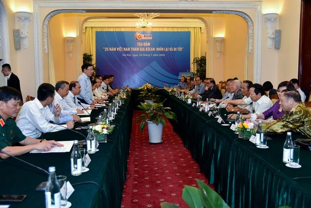 Phó Thủ tướng Phạm Bình Minh: Tham gia ASEAN mở ra con đường mới cho đối ngoại Việt Nam - Ảnh 1.