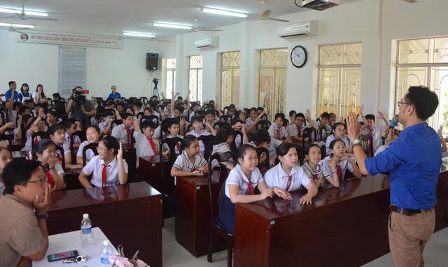 Đà Nẵng: Giúp học sinh cách tránh bị lừa đảo trên mạng xã hội - Ảnh 1.