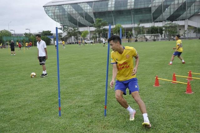 """Nhiều CLB rục rịch tập luyện trở lại chuẩn bị cho ngày V-League """"tái khởi"""" - Ảnh 1."""