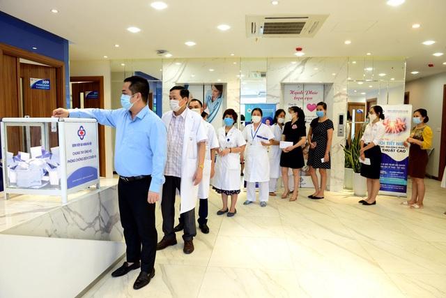 Bệnh viện Đa khoa Hà Nội tăng cường chống dịch Covid-19 - Ảnh 3.