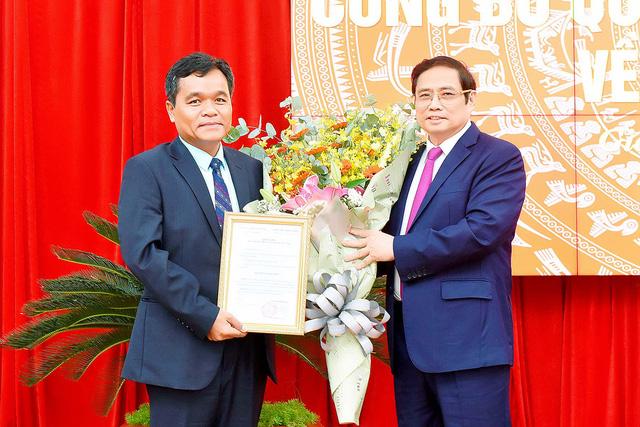 Công bố quyết định của Bộ Chính trị chuẩn y Bí thư Tỉnh ủy Gia Lai - Ảnh 1.