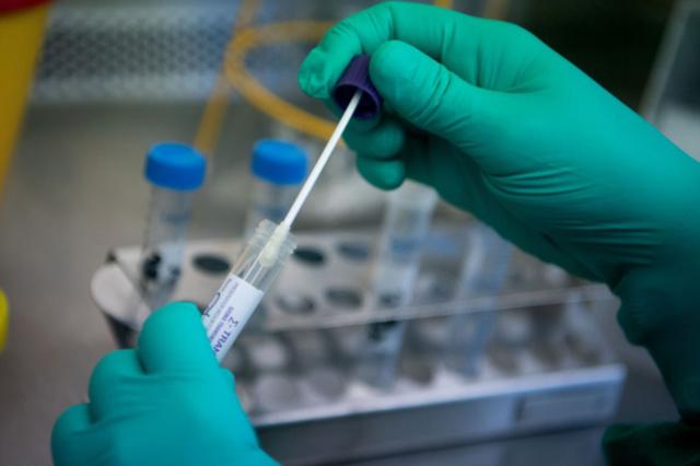 Huy động y tế tư nhân thực hiện xét nghiệm COVID-19 - Ảnh 1.