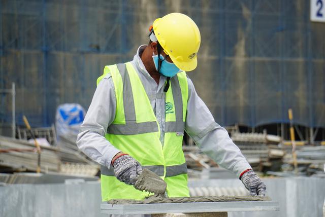 Công nhân làm việc quên đeo khẩu trang sẽ bị phạt tiền - Ảnh 6.