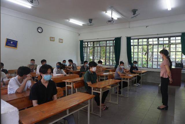 Gần 11.000 thí sinh dự thi tốt nghiệp THPT tại Đà Nẵng đi lấy mẫu xét nghiệm - Ảnh 3.
