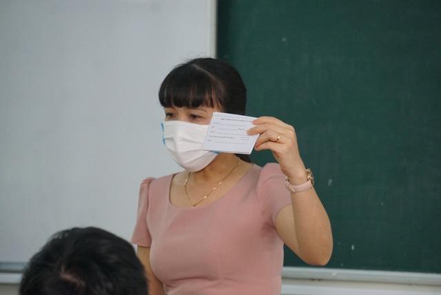 Gần 11.000 thí sinh dự thi tốt nghiệp THPT tại Đà Nẵng đi lấy mẫu xét nghiệm - Ảnh 4.
