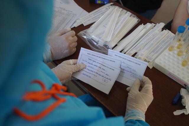 Gần 11.000 thí sinh dự thi tốt nghiệp THPT tại Đà Nẵng đi lấy mẫu xét nghiệm - Ảnh 5.