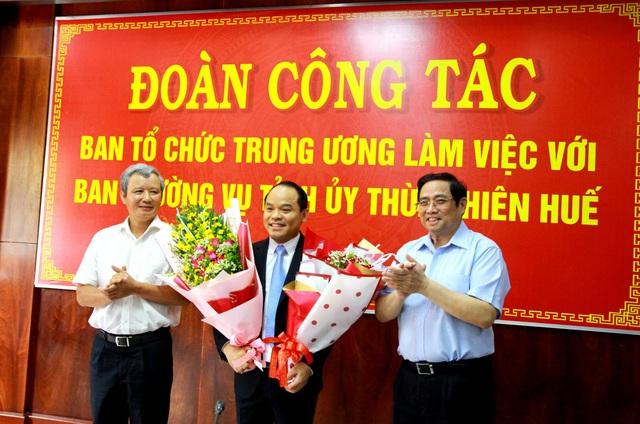 Trao quyết định chuẩn y chức danh Phó Bí thư Tỉnh ủy Thừa Thiên Huế - Ảnh 1.