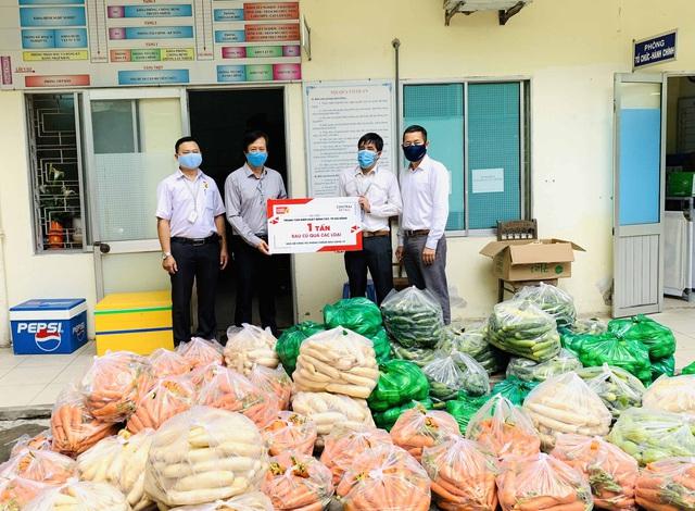 Trao tặng 10 tấn rau củ quả tiếp sức cho Đà Nẵng chống dịch Covid-19 - Ảnh 1.