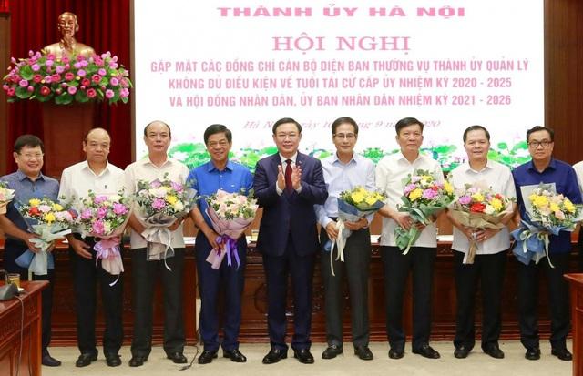 Thành ủy Hà Nội gặp mặt 78 cán bộ không đủ điều kiện về tuổi tái cử cấp ủy - Ảnh 1.