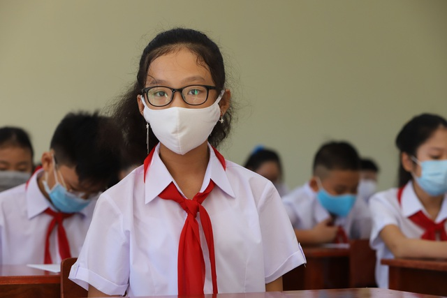 Hàng nghìn học sinh từ lớp 6 đến lớp 12 ở Đà Nẵng bắt đầu trở lại trường học  - Ảnh 3.