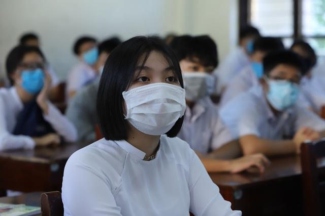 Hàng nghìn học sinh từ lớp 6 đến lớp 12 ở Đà Nẵng bắt đầu trở lại trường học  - Ảnh 8.