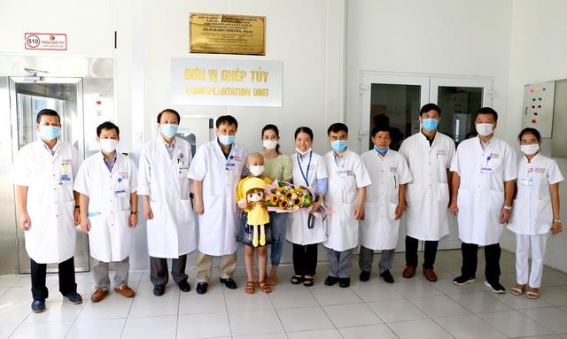 Thực hiện thành công ca ghép tủy cho bệnh nhi 8 tuổi bị ung thư - Ảnh 1.