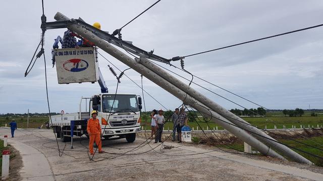 Huy động hơn 550 nhân lực, khẩn trương khắc phục sự cố điện tại Huế sau bão số 5 - Ảnh 1.
