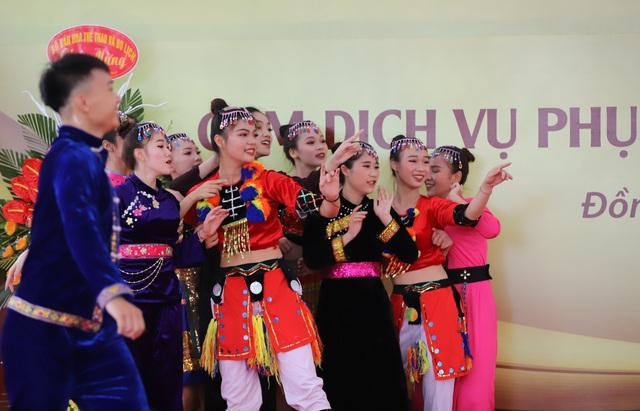"""Thứ trưởng Nguyễn Văn Hùng: """"Giữ gìn bản sắc văn hóa của đồng bào dân tộc là nhiệm vụ chính trị có ý nghĩa quan trọng"""" - Ảnh 8."""