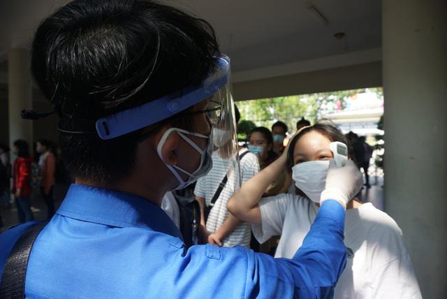 Gần 11.000 thí sinh Đà Nẵng làm thủ tục dự thi tốt nghiệp THPT năm 2020 đợt 2 - Ảnh 2.