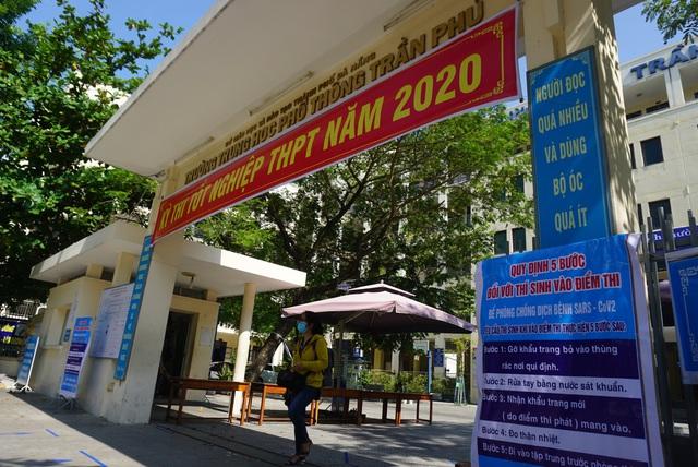 Gần 11.000 thí sinh Đà Nẵng làm thủ tục dự thi tốt nghiệp THPT năm 2020 đợt 2 - Ảnh 1.