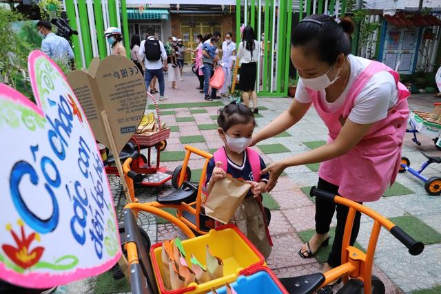 Học sinh mầm non, tiểu học ở Đà Nẵng bắt đầu đến trường học tập trung - Ảnh 11.
