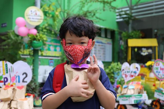 Học sinh mầm non, tiểu học ở Đà Nẵng bắt đầu đến trường học tập trung - Ảnh 12.