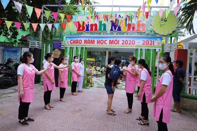 Học sinh mầm non, tiểu học ở Đà Nẵng bắt đầu đến trường học tập trung - Ảnh 3.