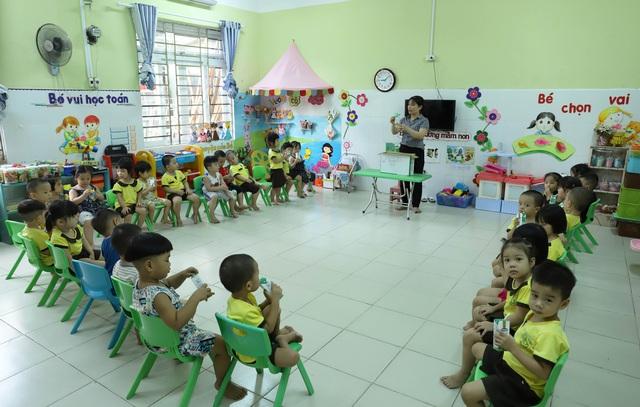 Học sinh mầm non, tiểu học ở Đà Nẵng bắt đầu đến trường học tập trung - Ảnh 17.