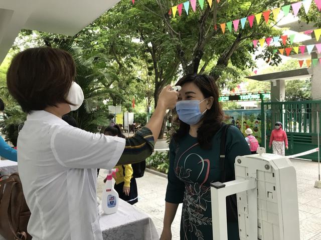 Học sinh mầm non, tiểu học ở Đà Nẵng bắt đầu đến trường học tập trung - Ảnh 7.