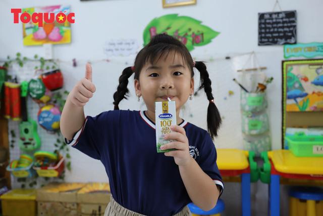 Học sinh mầm non, tiểu học ở Đà Nẵng bắt đầu đến trường học tập trung - Ảnh 2.