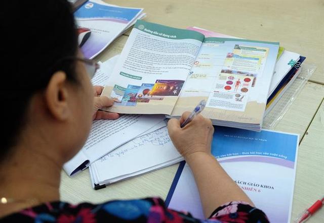 Giáo viên có kinh nghiệm góp ý cho các bản mẫu SGK lớp 2, lớp 6 - Ảnh 1.