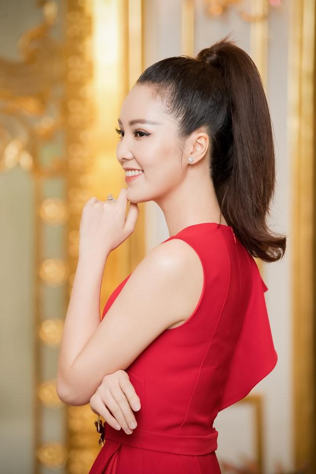 Á hậu Thụy Vân đọ sắc cùng Hà Kiều Anh tại Hoa hậu Việt Nam  - Ảnh 1.