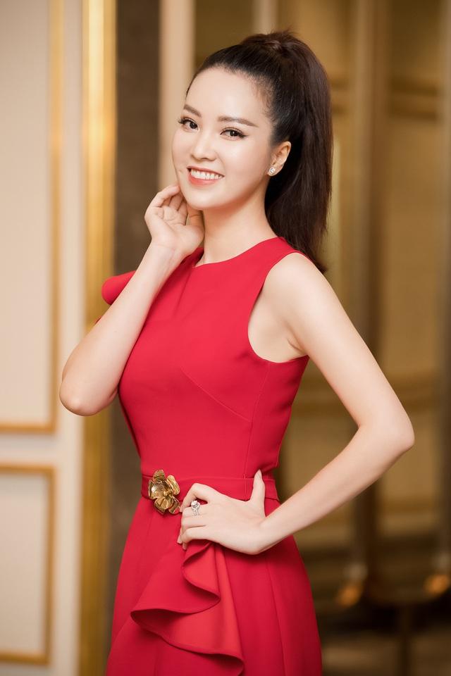 Á hậu Thụy Vân đọ sắc cùng Hà Kiều Anh tại Hoa hậu Việt Nam  - Ảnh 2.