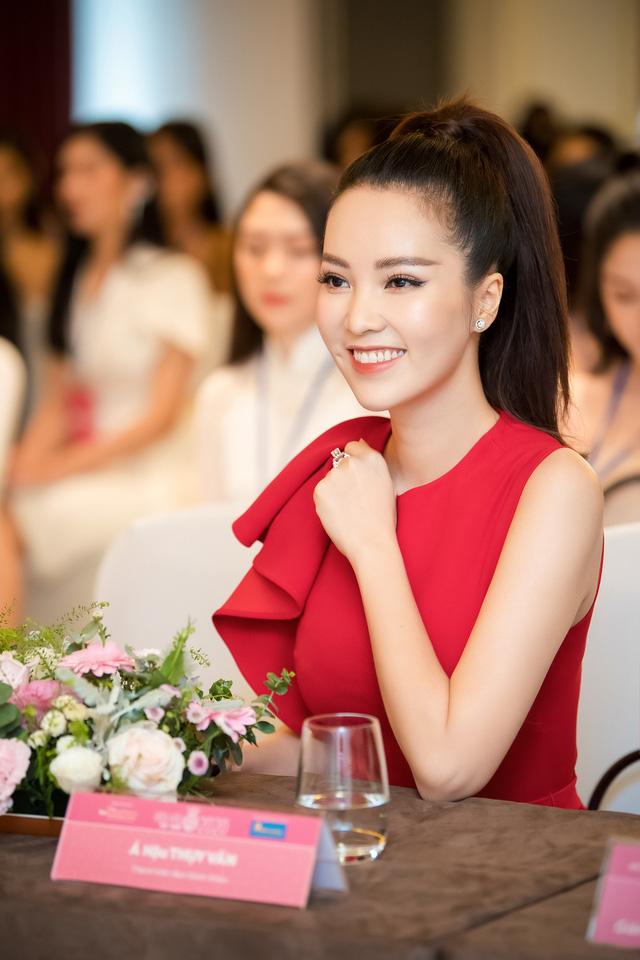 Á hậu Thụy Vân đọ sắc cùng Hà Kiều Anh tại Hoa hậu Việt Nam  - Ảnh 3.