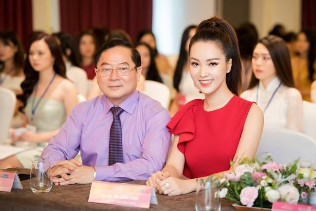 Á hậu Thụy Vân đọ sắc cùng Hà Kiều Anh tại Hoa hậu Việt Nam  - Ảnh 4.