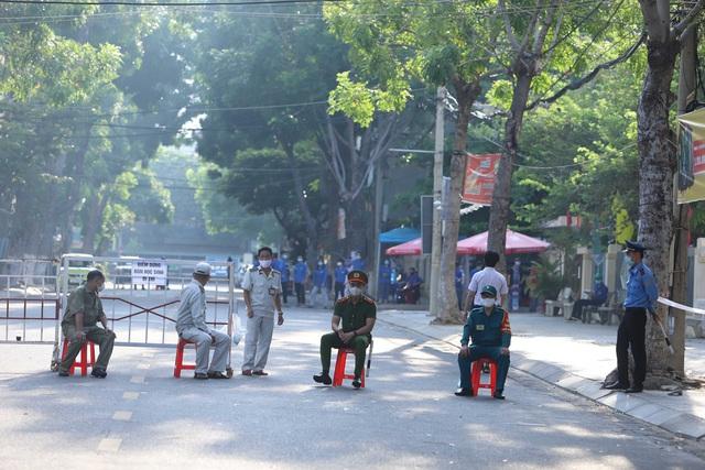 Thí sinh ở Đà Nẵng bắt đầu thi tốt nghiệp THPT năm 2020 đợt 2 - Ảnh 8.