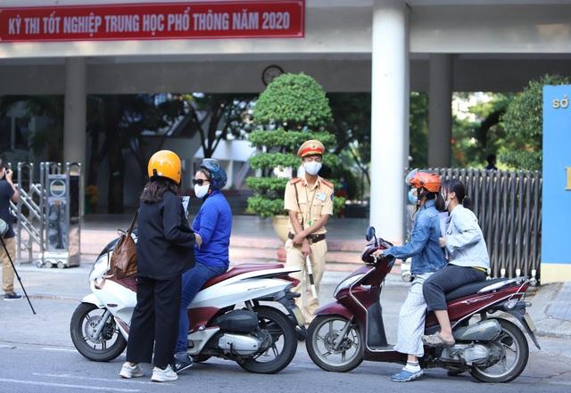 Thí sinh ở Đà Nẵng bắt đầu thi tốt nghiệp THPT năm 2020 đợt 2 - Ảnh 2.