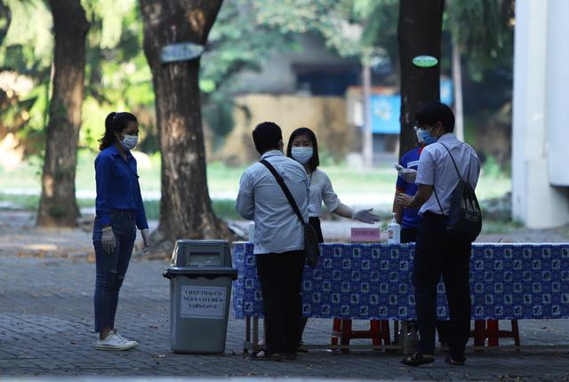 Thí sinh ở Đà Nẵng bắt đầu thi tốt nghiệp THPT năm 2020 đợt 2 - Ảnh 11.