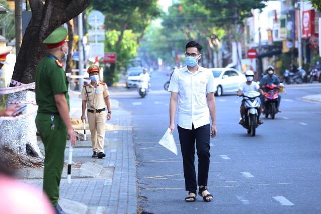 Thí sinh ở Đà Nẵng bắt đầu thi tốt nghiệp THPT năm 2020 đợt 2 - Ảnh 3.