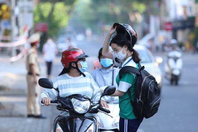 Thí sinh ở Đà Nẵng bắt đầu thi tốt nghiệp THPT năm 2020 đợt 2 - Ảnh 5.