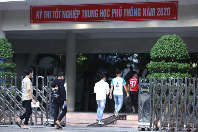 Thí sinh ở Đà Nẵng bắt đầu thi tốt nghiệp THPT năm 2020 đợt 2 - Ảnh 10.