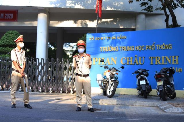 Thí sinh ở Đà Nẵng bắt đầu thi tốt nghiệp THPT năm 2020 đợt 2 - Ảnh 9.