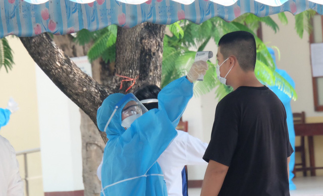 Thí sinh ở Đà Nẵng bắt đầu thi tốt nghiệp THPT năm 2020 đợt 2 - Ảnh 12.
