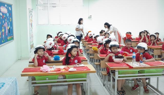 Bộ trưởng Phùng Xuân Nhạ tặng phòng máy vi tính cho trường tiểu học tại Hà Nội - Ảnh 5.