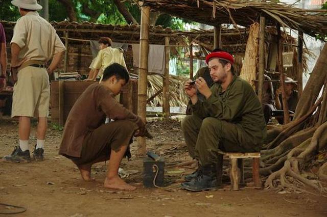 Đạo diễn Trần Vịnh: Làm phim chiến tranh để trả nợ những người đã ngã xuống - Ảnh 3.
