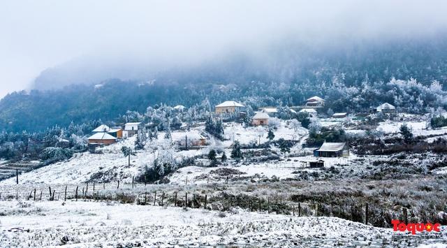 Cận cảnh băng tuyết phủ trắng các triền nùi ở Y Tý - Ảnh 12.