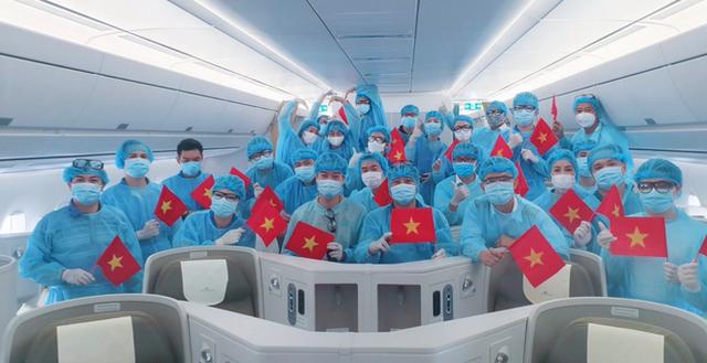 Năm 2020, gần 300 chuyến bay đưa hơn 79.000 công dân Việt trở về Đất mẹ - Ảnh 1.