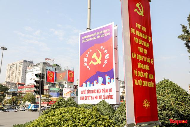 Đường phố Hà Nội trang trí rực rỡ chào mừng Đại hội đại biểu toàn quốc lần thứ XIII của Đảng - Ảnh 4.
