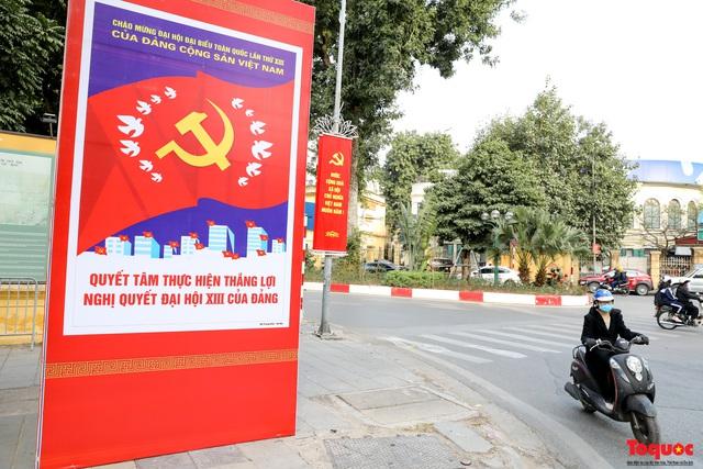 Đường phố Hà Nội trang trí rực rỡ chào mừng Đại hội đại biểu toàn quốc lần thứ XIII của Đảng - Ảnh 9.