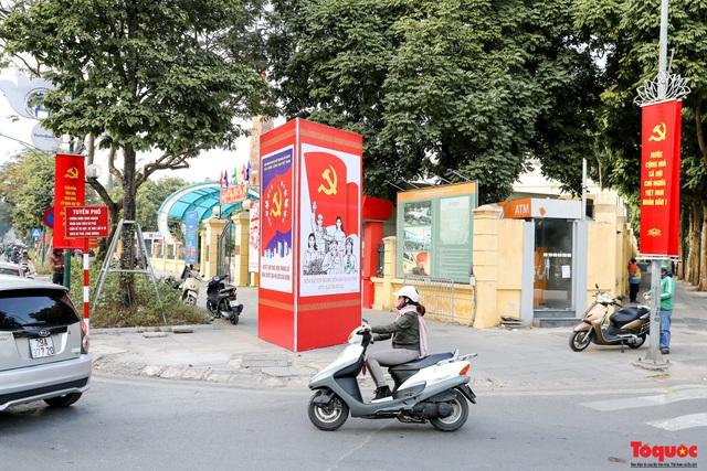 Đường phố Hà Nội trang trí rực rỡ chào mừng Đại hội đại biểu toàn quốc lần thứ XIII của Đảng - Ảnh 10.