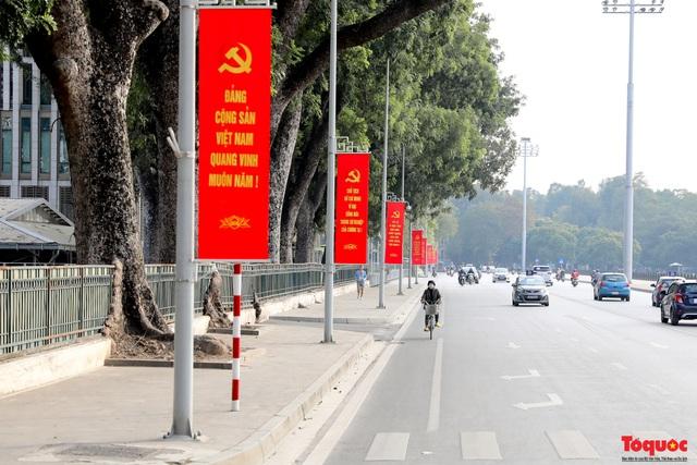 Đường phố Hà Nội trang trí rực rỡ chào mừng Đại hội đại biểu toàn quốc lần thứ XIII của Đảng - Ảnh 8.